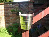 Ice / Champagne bucket