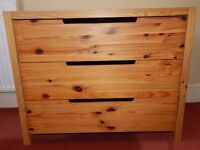 Pine chest of drawers – contemporary style