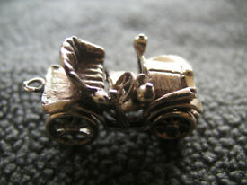 9ct Gold vintage car charm, 8grams.