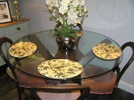 Very high quality glass round dining table