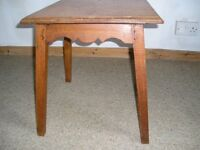 SOLID WOOD TABLE - 455mm x 455mm top & 500mm in height (1ft6in x 1ft6in & about 18ins high) £20