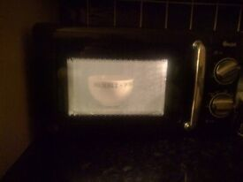Swan 20 litre, 800w manual microwave. Retro style black / chrome. Immaculate condition.