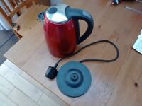 Working Tesco JKSSR13 Red Kettle, 3000W power with rapid boil function, freshly descaled