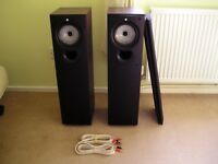 KEF Q35 Stereo Floorstanding Speakers. Excellent Condition. With Quality Cable