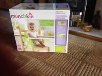 Munchkin Ajustable Booster seat age 12- 36 mths