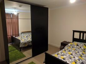 Double Room in Professional Household, All Bills included, Central Location