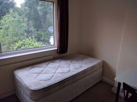 Good size single room to let in quiet residential area in Gloders Green, NW11.