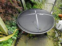 Salvador cast iron fire pit with mesh cover