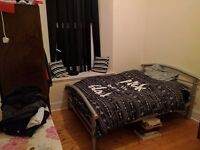 Double room in a 2 bedroom flat in Charing Cross