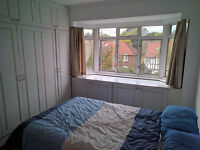 Great double room available in a nice house. Close to Edgware Tube. Great Housemates.