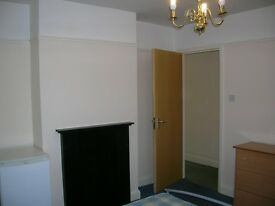 Chelmsford central large double size room in all girl house
