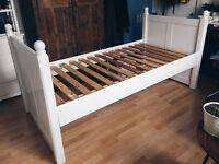 Single bed (90 cm / 2,9 ft x 190 cm / 6,2 ft)