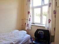 Cowley, Furnished double room available 4th November to single prof/ students - BMW/ Business Park