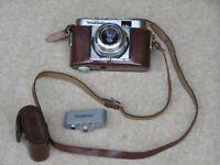 Voigtlander Vito B camera, 1950s vintage, in carrying case and c/w Voigtlander rangefinder.