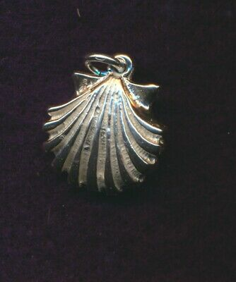 VINTAGE STERLING SCALLOP SHELL CHARM ~ PENDANT (Scalloped Shell Charm)