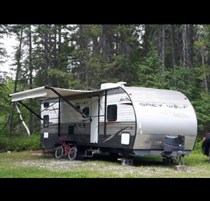 2013 bunkhouse in excellent condition power awning power hitch
