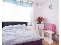 Double Bed in Rooms for rent in 5-bedroom, 2-storey flat in Roehampton, near the University
