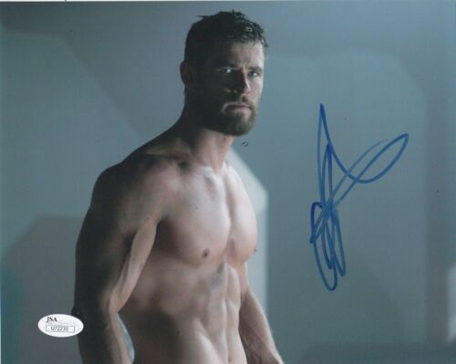 Chris Hemsworth Thor Ragnarok Autographed Signed 8x10 Photo JSA COA #A1