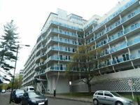 2 Bedroom Flat to Rent - Open plan Kitchen - Allocated Parking Space - Available End of May 2018