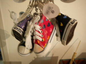 NEW 30 SHOE ALL STAR CONVERSE KEY-CHAIN SHOE&LACE MANY COLORS 50% OFF VERY COOL!