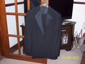 For Sale: Mens Black Dinner Suite complete with Black Bow Tie