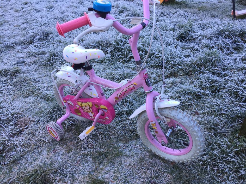 Pink cupcake bike