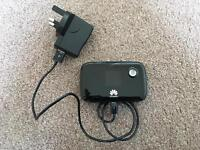 Huawei E5776s 4G mobile wifi and charger