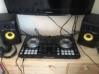 Pioneer DDJ SR and rokit 5 speakers