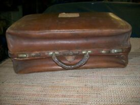 LARGE VINTAGE GLADSTONE BAG ~ PERFECT FOR STORAGE OR STAGE PROP