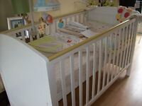 MOTHERCARE HUMPRIES CORNER COT BED OPTIONAL MATTRESS & COMPLETE NEUTRAL MATCHING BEDDING SET