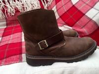 Size 9.5 Men's Brown Boots