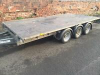 TRI-AXLE. IFOR WILLIAMS FLAT TRAILER