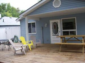 GRAND BEND COTTAGE, JUST A FEW STEPS FROM THE BEACH