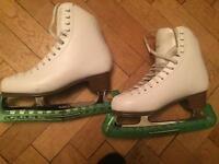 Ladies girls ice skates. Fit size 6.5. Jackson artiste.