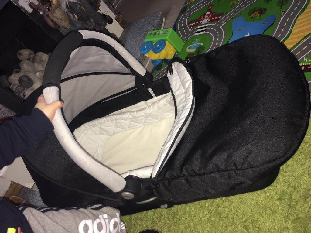 Baby carrier/ travel cot. Pram cover