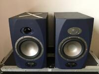 Tannoy Reveal 6D speakers - one faulty, one fine