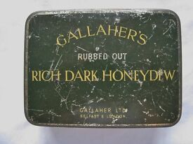 GALLAHER'S RICH DARK HONEYDEW 'RUBBED OUT' TOBACCO TIN IN BOTTLE GREEN AND YELLOW.