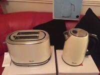Brand-new Swan matching toaster and kettle in cream
