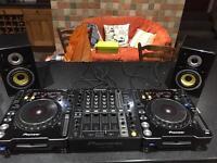 X2 Pioneer CDJ-1000MK3 + X1 Pioneer DJM-700 Mixer + X2 KAM (AKM5) Speakers