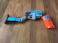 Nerf zombie strike sledge fire complete with 3 shells.