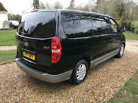 Executive private hire mini bus /Limousine / Executive Chrysler 300 proms/weddings special events.