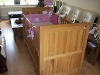 LOLLIPOP LANE SOLID OAK CLAYDON COT BED SUPERB CONDITION,MATTRESS & BEDDING SOLD SEPARETLY SEE AD