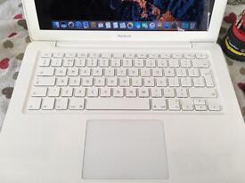 MacBook unibody (rounded version). Dual core - 4gb - 500gb - Sierra