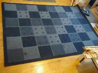 Lounge rug - blue check pattern