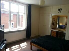 Spacious single room in friendly central Guildford houseshare