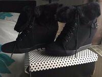 Odeon platform womans winter shoes black as new
