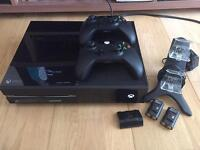 Xbox one 500GB, 2 controllers and charging dock