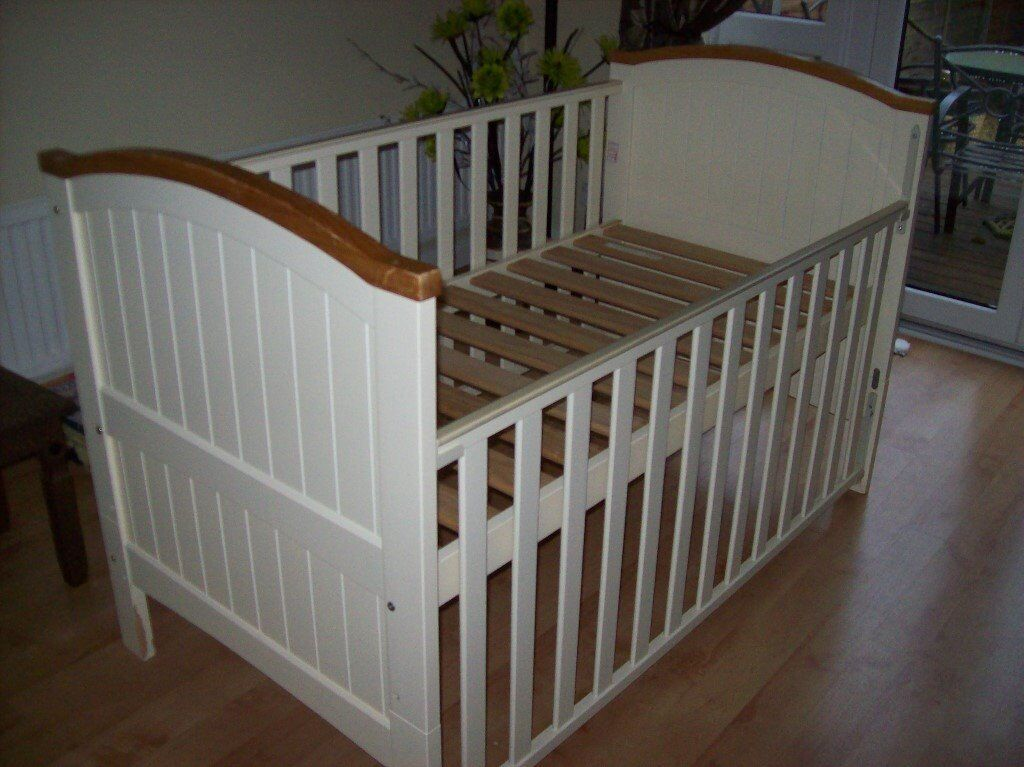BABIES R US CREAM AND PINE HENLEY COT BED CONVERTS TO TODDLER BED WITH OR WITHOUT MATTRESS