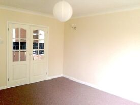 2 Bed flat (2 mins from town centre!)