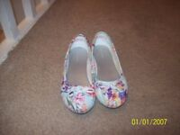 kids blue flowery shoes